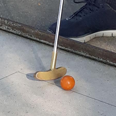 Minigolfschläger mit Ball