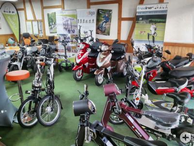 Showroom mit aktuellen Fahrzeugen