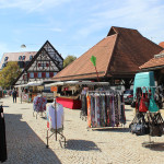 Krämermarkt mit Warenangebot auf dem Kelternplatz