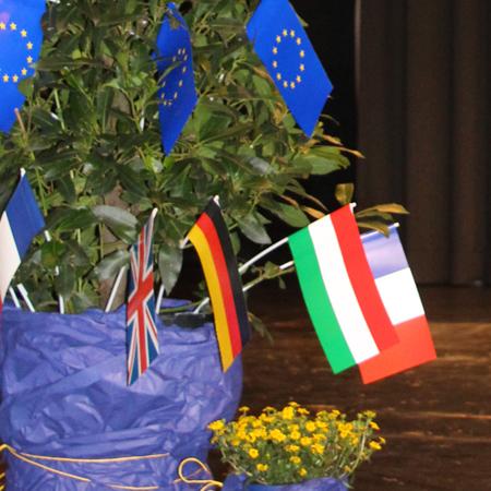 Fahnen von Frankreich, Großbritannien und Ungarn