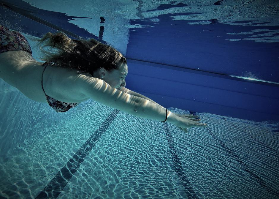 Schwimmerin unter Wasser